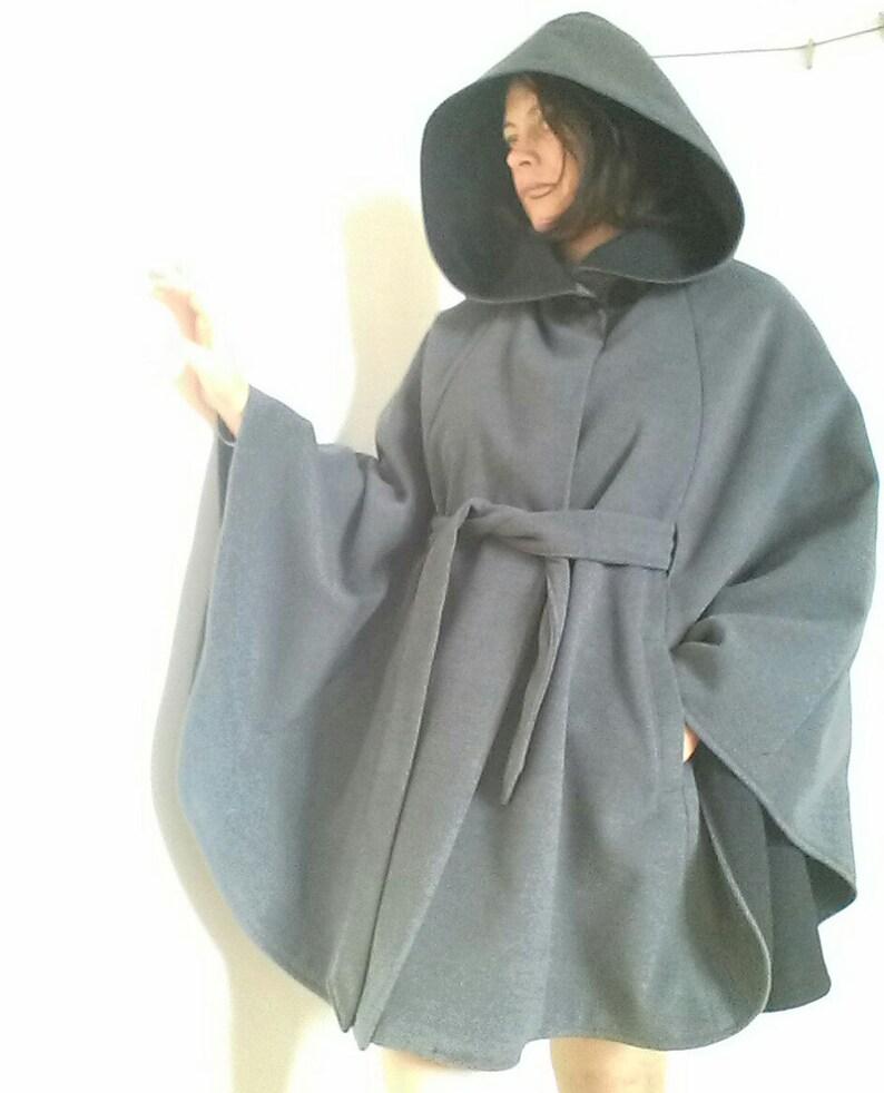 d3c377c300a2e Manteau cape femme à large capuche en lainage gris cape   Etsy