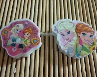 White and wavy round erasers pink background with a well-known Princess, sold in packs of 2.