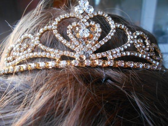 Goldene Hochzeit Braut Diadem Krone Diadem Herz Königin Haarkamm Braut Strass Schmuck Haar Ornamente Kopfschmuck Frauen