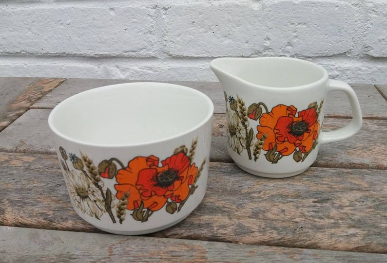 Vintage J and G Meakin Eve Midwinter 'Poppy' Design image 0