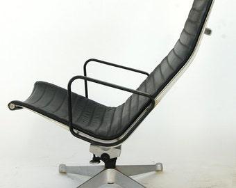 Vintage Eames Aluminum Group Executive Lounge Chair   Back Naugahyde Sling