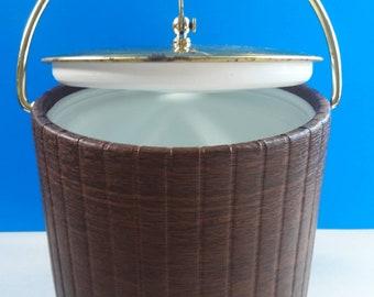 Vintage Kraftware Faux Wood Grain Ice Bucket, Retro Ice Bucket, 1960s Bar Decor, Retro Bar, Mid Century Ice Bucket With Plastic Liner.