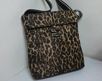 Essential Panther canvas shoulder bag.