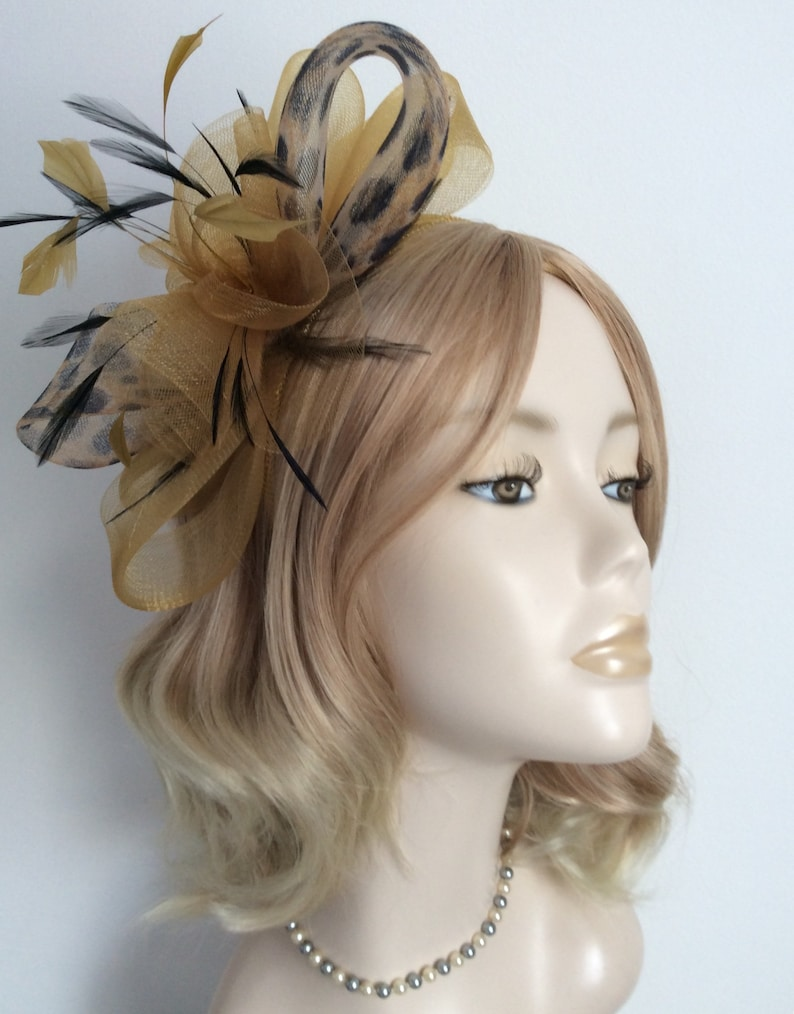 With diamond and plain crin Comb feathers flower A GOLD FASCINATOR