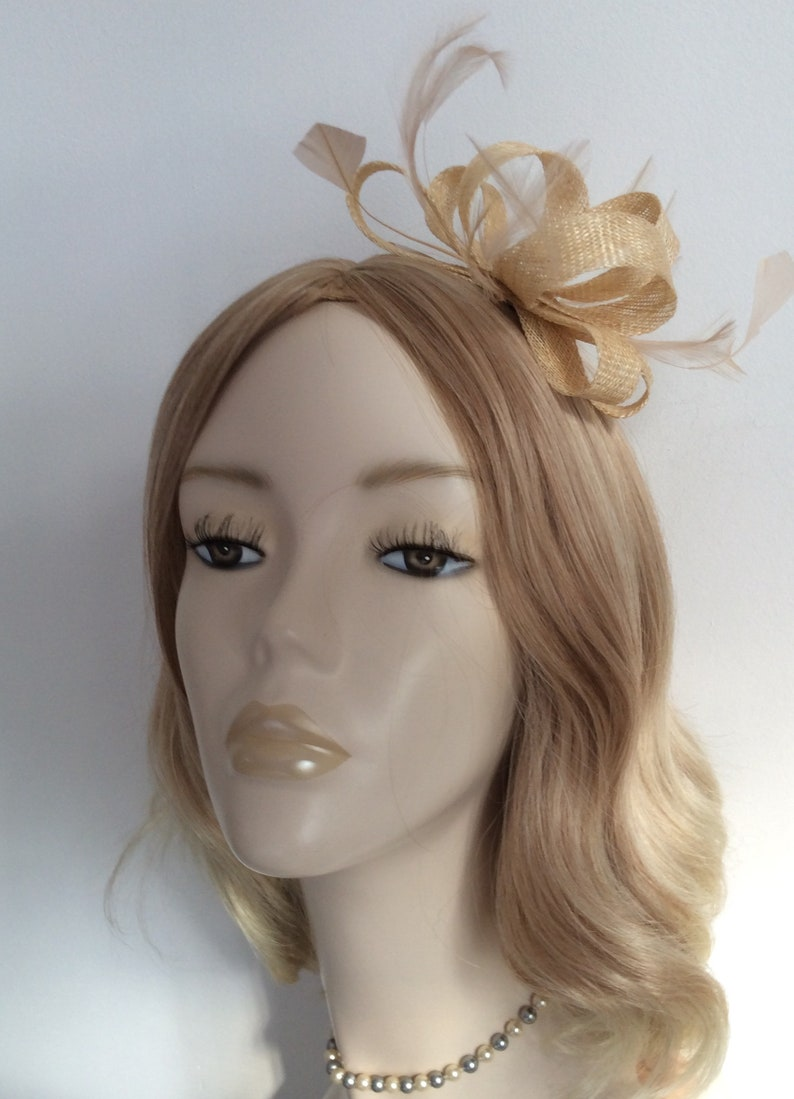 NATURAL FASCINATOR Made with sinamay feathers Nude chiffon image 0