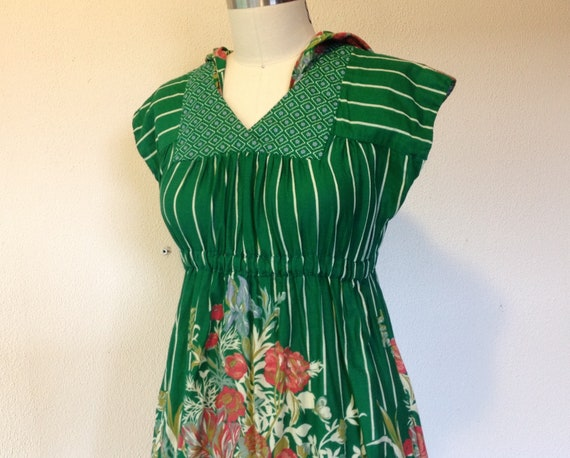 1970s hooded cotton dress