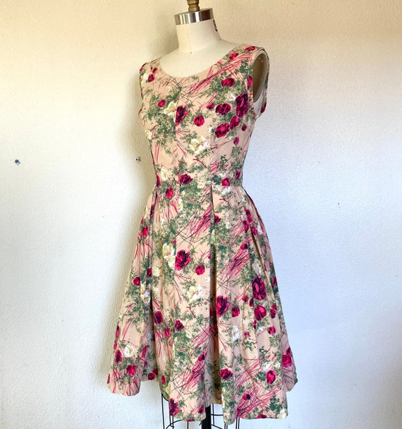 1950s Pink cotton sun dress with rose print - image 2