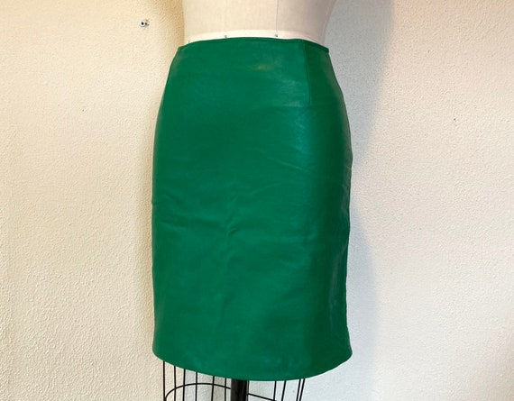 1980s Kelly green leather mini skirt - image 3
