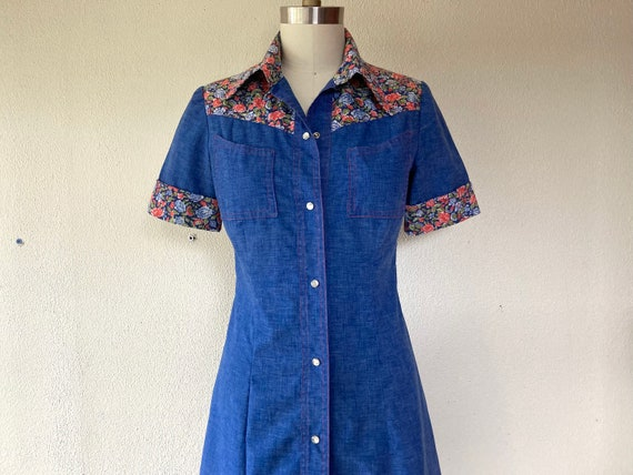 1970s Chambray western snap front dress