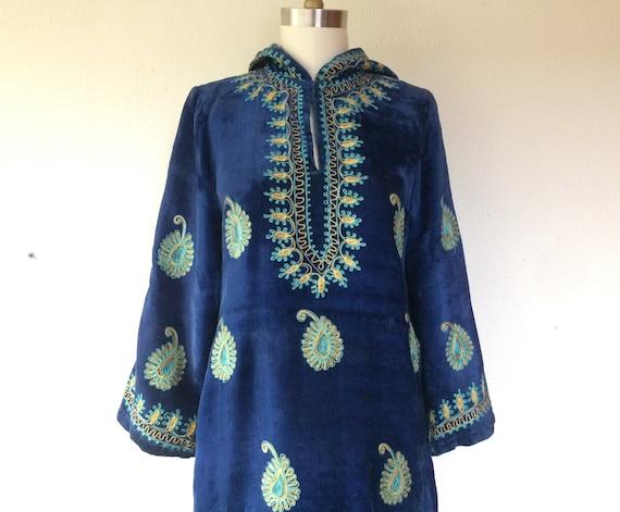 1960s Hooded velvet caftan dress