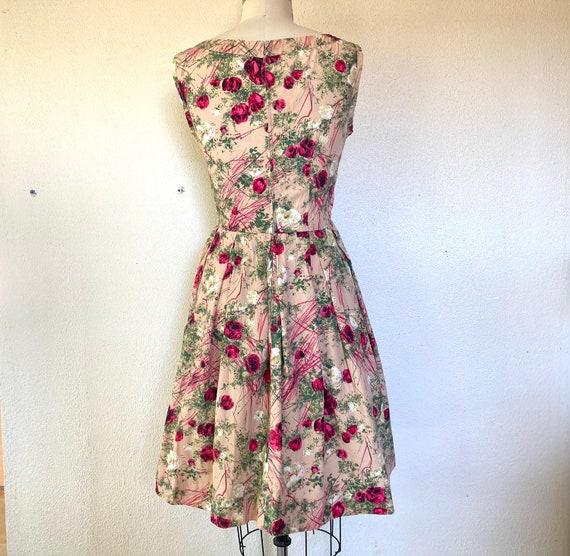 1950s Pink cotton sun dress with rose print - image 4