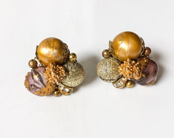 Vintage Mid Century 1950s 1960s Gold Tone Costume Clip On Cluster Bead Earrings // vintage 50s 60s clip on earrings