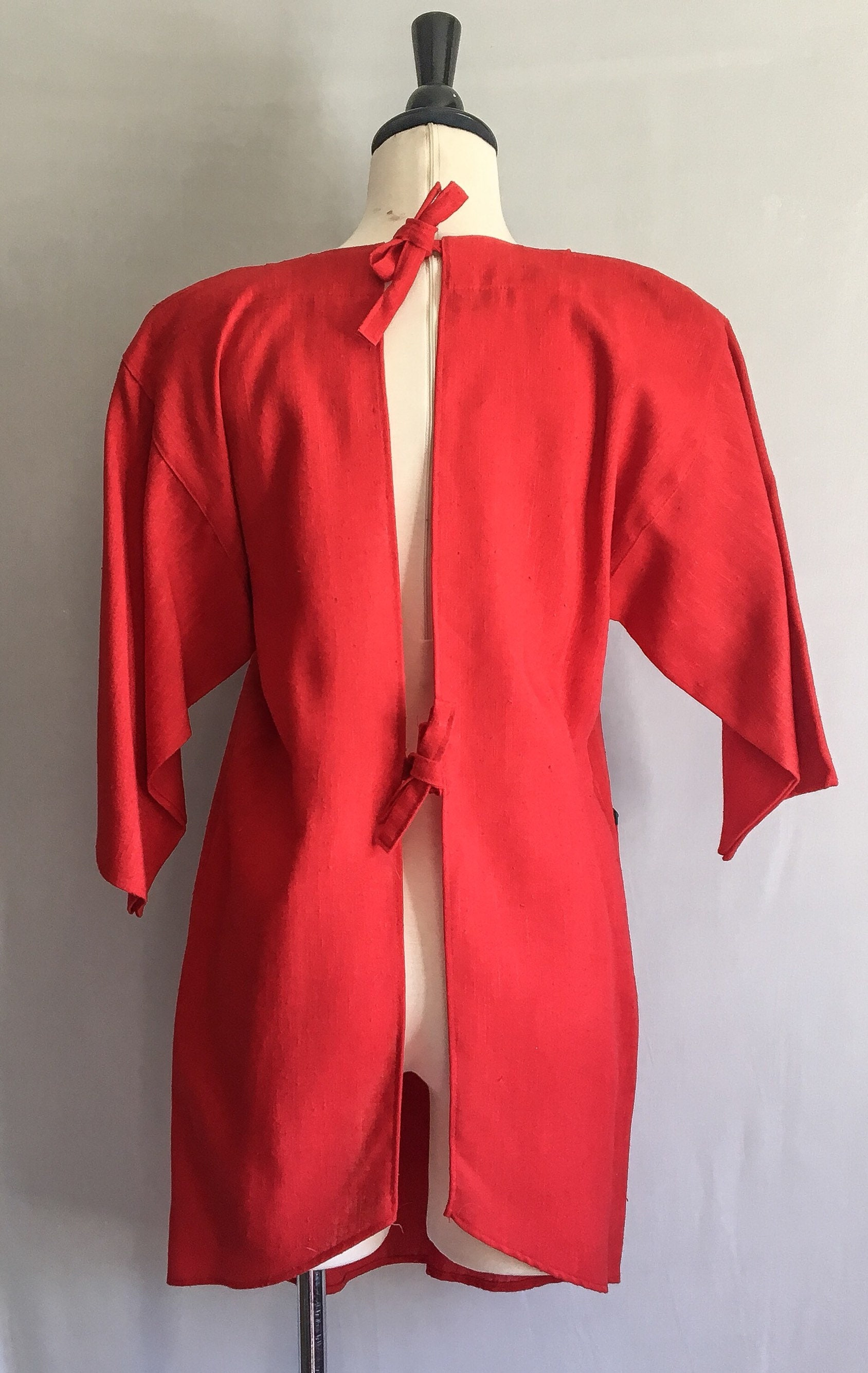 Vintage Aprons, Retro Aprons, Old Fashioned Aprons & Patterns 65 Off Vintage Minimalist Smock DressNeiman Marcus Rayon Silk Linen Red with Contrast Tie Back Open Apron Front Po $23.45 AT vintagedancer.com