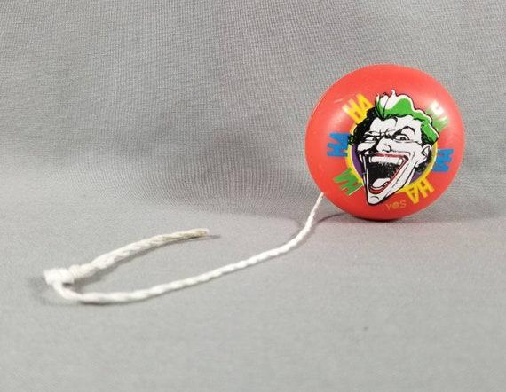 Jouets ~ Yo-Yos ~ le Joker ~ le Radical Yo-Yo ~ Batman ~ Spectra Star ~ DC Comics ~ faire astuces et cascades ~ plastique ~ 1980 ~ jeux et jouets ~ jouets ~ Yo-Yos & Tops