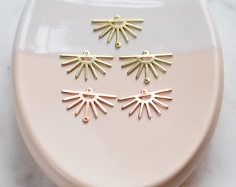PP3350 Raw Brass Sun Pendant Jewelry Supplies Textures Brass Connector Brass Sun Charm For Necklace 30.13x21.56x0.85mm