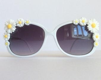 Pretty White Big Daisy Flower Sunglasses Retro Summer Festival