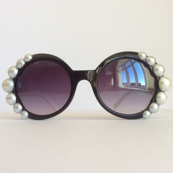 cb59b3a631 Pearl Icon Pearl Embellished Sunglasses Women Glasses