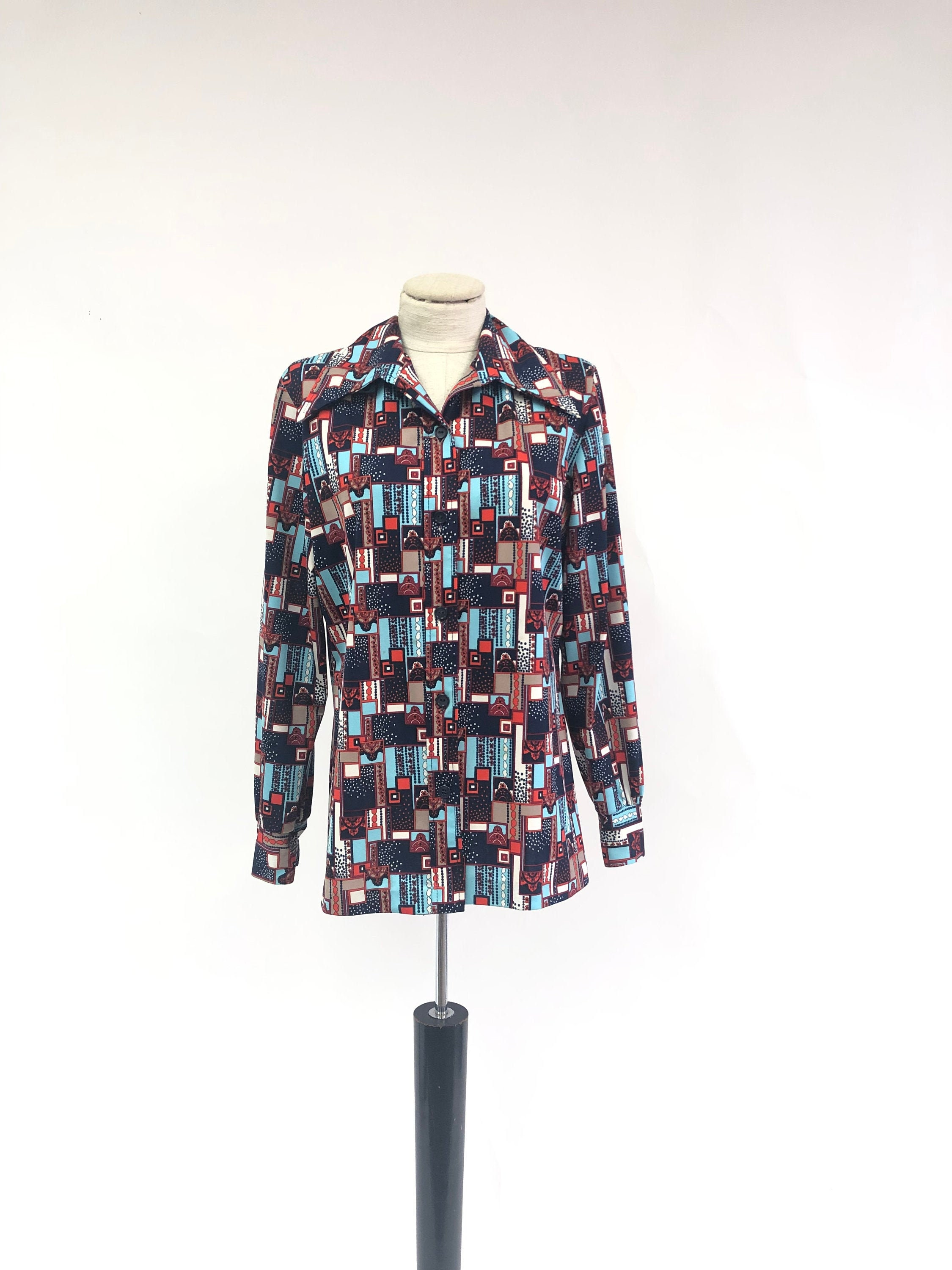 1970s Mens Shirt Styles – Vintage 70s Shirts for Guys Mens Vintage 1970s Polyester Shirt $0.00 AT vintagedancer.com