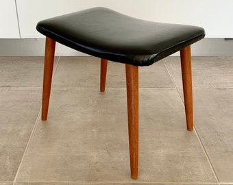 Mid-century Danish foot stool with beech wood legs and  skai / artificial leather covered seat. Danish modernist design.