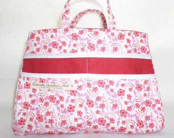 Organizer purse red floral and Red cotton lining. Very convenient!