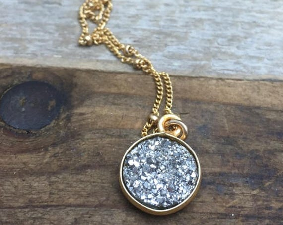 Druzy pyrite,circle pendant,delicate necklace,dainty jewelry,14K,gold fill,gold and silver,small chain,silver stone,shiny choker,sparkly