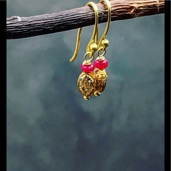Dainty diamonds 18 karat gold & Ruby earrings