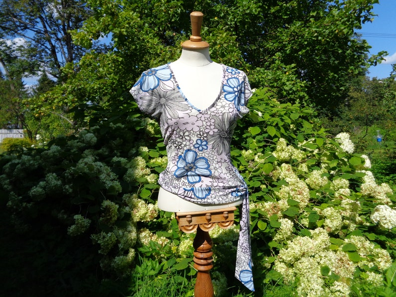 Black Vintage Top size S; White Graphic Floral Blouse size Eur 38 UK10 Blue /& Pale Lilac Tie Waist Top; Sleeveless Top made in U.K US6
