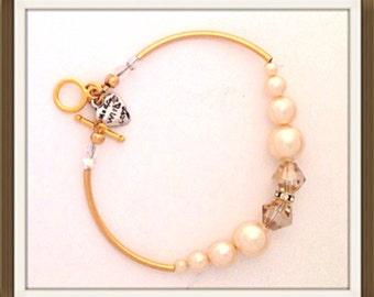 Bracelet Handmade bu MWL pearl and crystal beaded beacelet. 0187