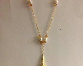 Handmade MWL amber and pearl beaded necklace. 0158