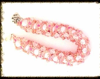 Bracelet Handmade bu MWL pink seed beads, crystal bicone beads and large pearl bracelet. 0195