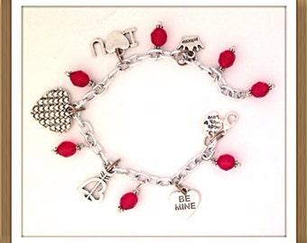 Bracelet Handmade by MWL valentine day charm bracelet. 0194