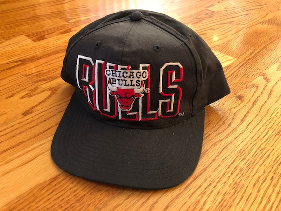 c1679f931efa Vintage 1990s Chicago Bulls Embroidered Snapback Hat Michael
