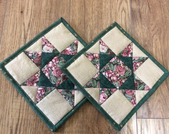 Quilted traditional pot holders, set of two, sawtooth star design, hunter green rose and beige, kitchen quilted trivets,  mug rug, placemat