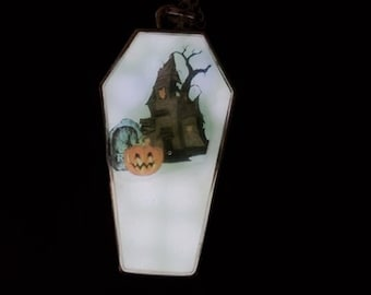 Coffin shaped Glow in the Dark necklace/pendant, Halloween jewelry, Goth jewelry