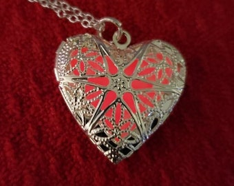 Glow in the dark necklace, glowing heart , Silver heart , heart pendant, heart  necklace, Valentine's Day, FREE US SHIPPING!