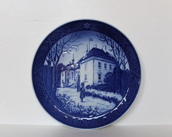 royal copenhagen christmas plate 1975 the queens christmas resident vintage collectible plate made in denmark collectible - Royal Copenhagen Christmas Plates