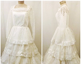 Vintage 70's Lace Wedding Dress Long Sleeve A Line Style  Size 10
