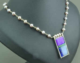 Multi-stone inlay and pearl necklace