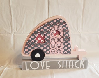 Valentine's Love Shack Trailer craft and decor