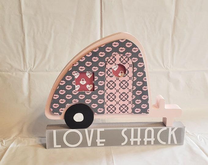 Valentine's Love Shack Trailer craft and decor