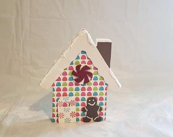 Gingerbread house with Gingerbread Men Wood decor