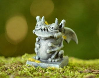 Gargoyle fantasy art sculpture