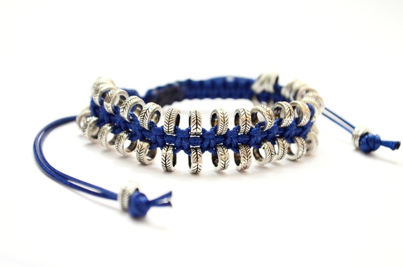 03488bde4aff Pulsera Unisex de Macrame azul decorado con granos de Metal