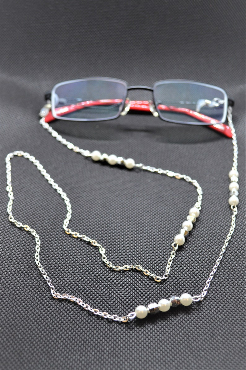 24fe451b88d1 White and Silver Colored Bead Eye Glasses Chain Eye Glass