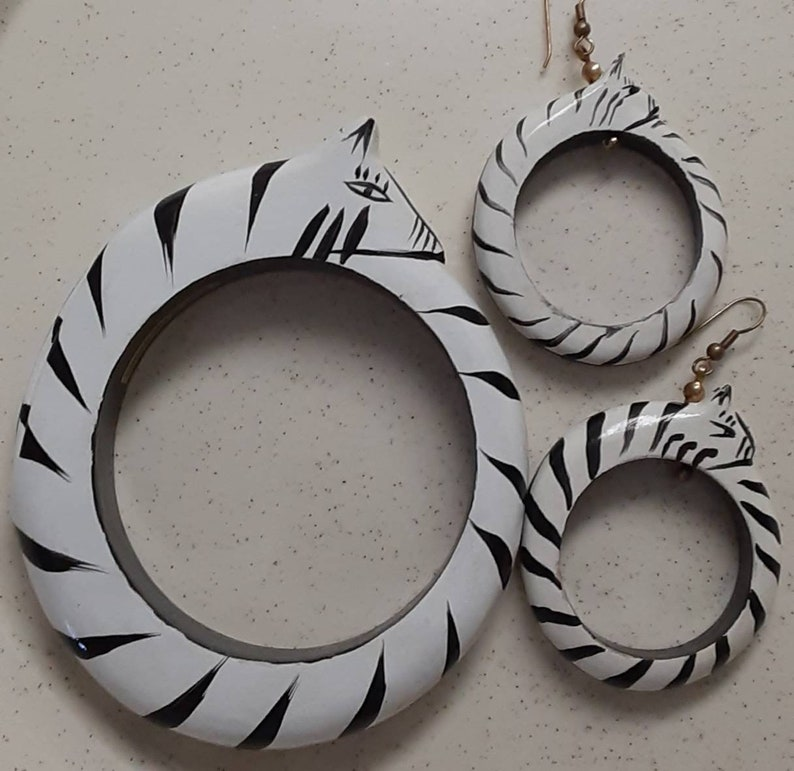 Vintage Cat Wood Bracelet Earrings Set Hand Painted Black and White Made in Philippines
