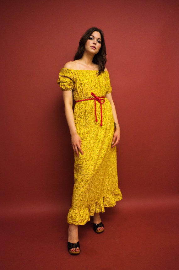 vintage 1970s yellow calico floral off the shoulde