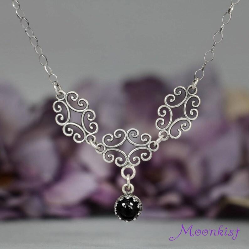 2fa2d9fc7d4304 Onice nero filigrana collana argento collana gotico   Etsy