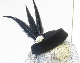 Black Pillbox Hat Birdcage Veil Feather Fascinator Headpiece Pearl Vintage 1940s T84
