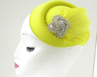 Yellow Silver Feather Pillbox Hat Fascinator Headpiece 1940s Races Vintage 6AB