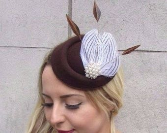 Brown White Pearl Feather Pillbox Hat Hair 1940s Fascinator Races Vintage  3119 442c5df572d